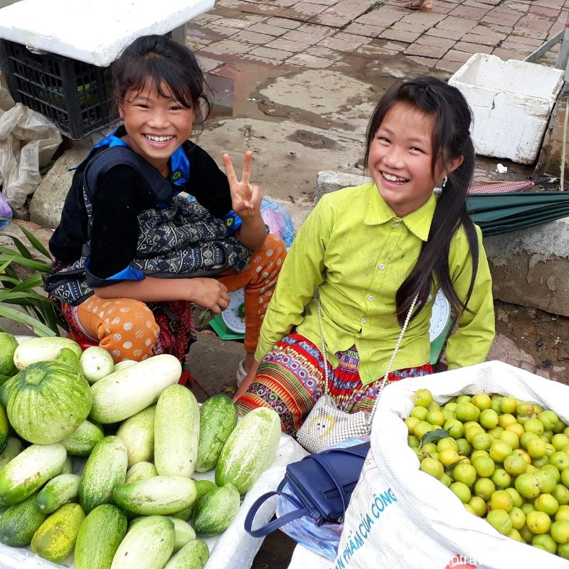 children in the market