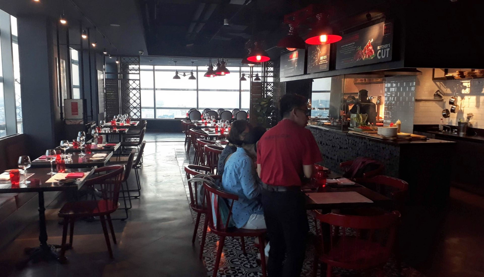 Mad Cow Wine & Grill - 5 days in Saigon