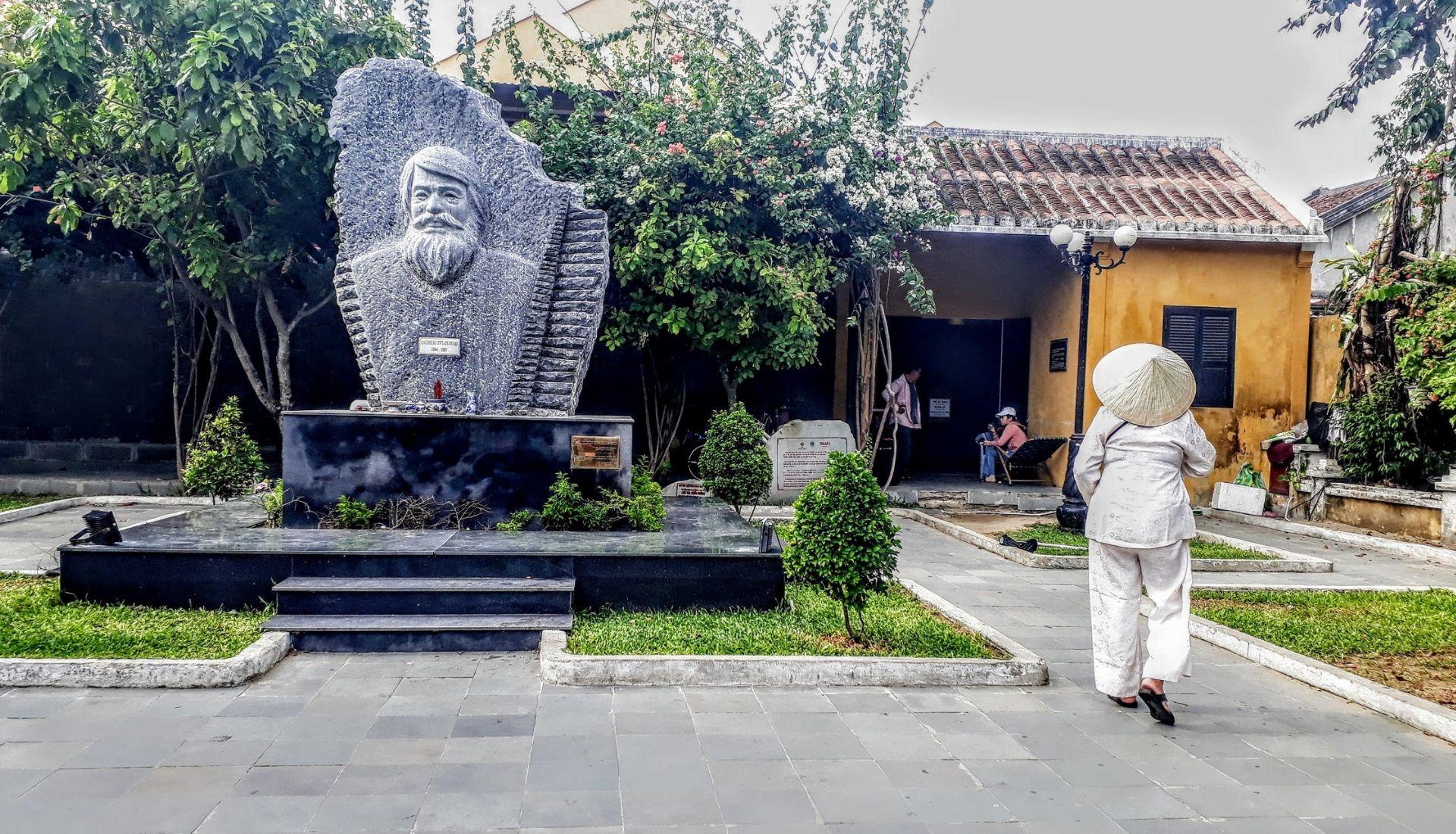 Kazimera Kwatrowsa statue
