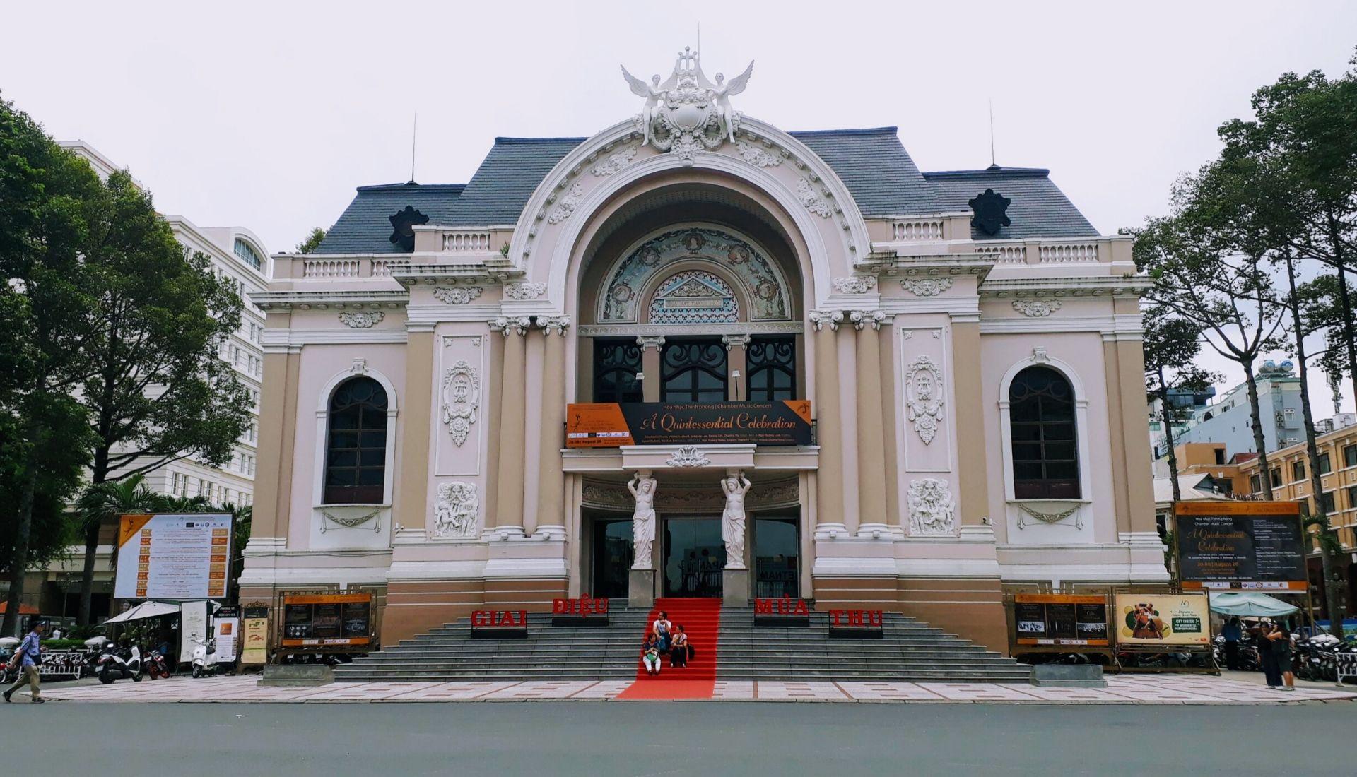 The Opera House in Saigon - 5 days in Saigon