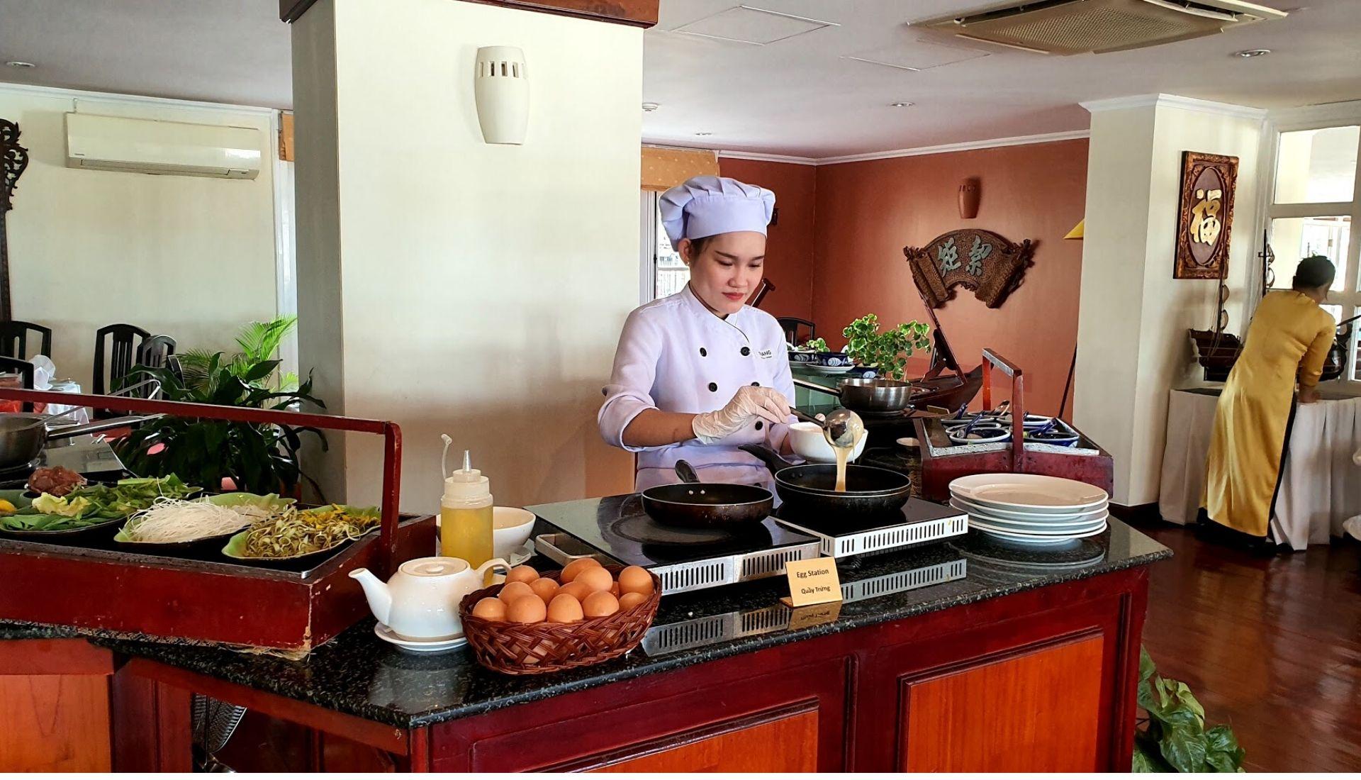 Bassac Restaurant - Egg Station at Breakfast